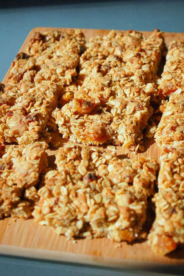 Apricot Oatmeal Energy Bars